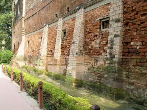 1024px-Jallianwala_Bagh_Bullet_Marked_Wall